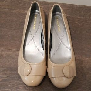 Womens naturalizer cream flats (new)
